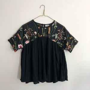 🧚🏻 2/$25 | Floral Embroidered Top